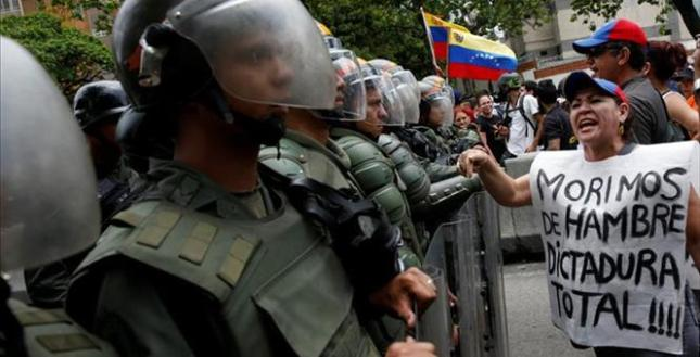 2016-05-20T163410Z_1_LYNXNPEC4J19B_RTROPTP_3_VENEZUELA-POLITICS-MILITARY